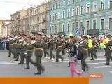 Петербуржцы отмечают сегодня День города